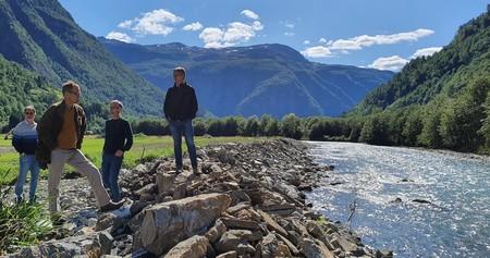 I Mørkridsdalen er framleis store areal ikkje kome i produksjon att og elvesikringa er ikkje reparert