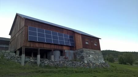 Låve med solcellepanel, Ål i Buskerud.