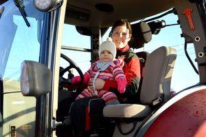 - Velferdsordningene i landbruket ivaretar ikke gardsdrifta, bonden og barnet i tilstrekkelig grad, sier melkebonde og styremedlem i Giske Bondelag, Sofie Høybakk  (Foto: Rolf Hansen, Øy-Blikk)