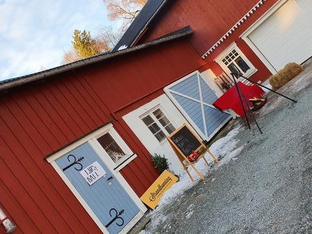 Inngang fjøskafeen på Solhus gård