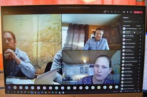 Fylkesstyremedlem Anna Håland Berget stilte spørsmål til fylkesleder Konrad Kongshaug og leder i Norges Bondelag, Lars Petter Bartnes.