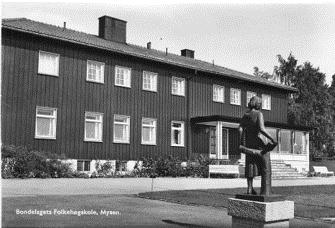 Bondelagets Folkehøgskole på Mysen. Foto: Mittet.