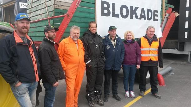 Rogalandsbønder aksjonerte etter bruddet i jordbruksforhandlingene i 2014. Bondelaget blokkerte all utkjøring av egg i landet. Her ved Jæregg, Klepp.