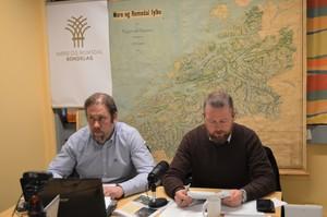 Fylkesleder Konrad Kongshaug (t.v.) og årsmøteordfører Oddvar Mikkelsen. (Foto: Arild Erlien)