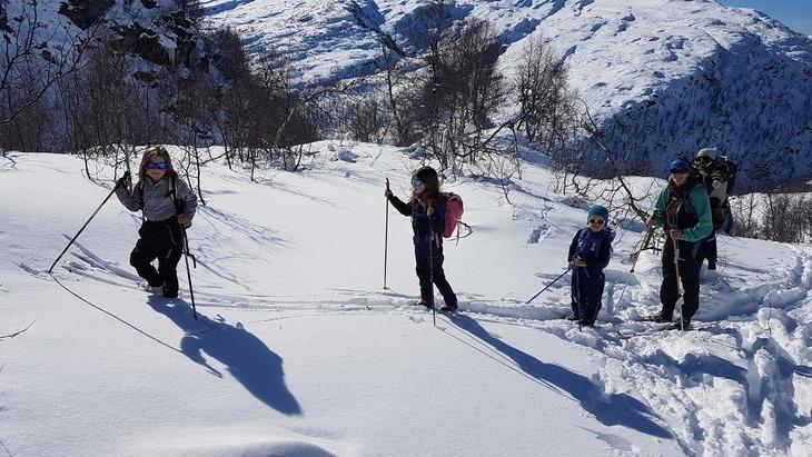 Lars Bjarte og familien på midtvekestur til Gullbråholmen